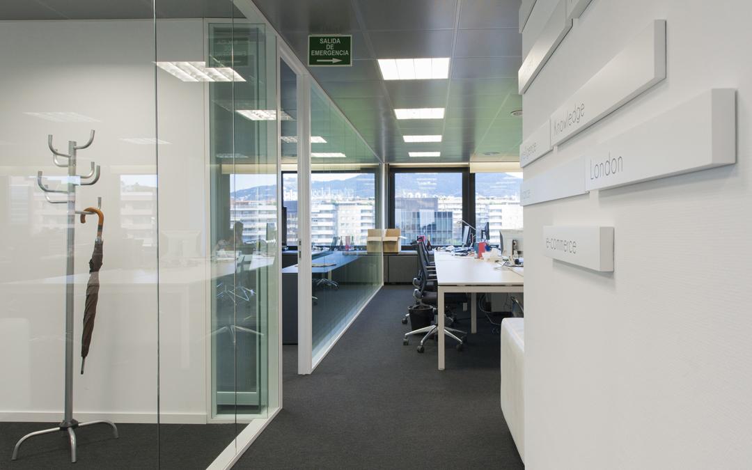 Reforma de oficinas en barcelona global projects for Oficinas barcelona